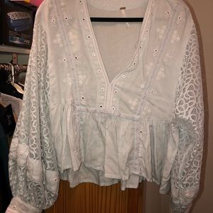 Free people blouse with big puffy sleeves !